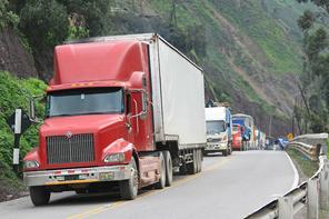 ANAC advierte graves trabas en la logística para la internación de camiones y buses nuevos a Chile